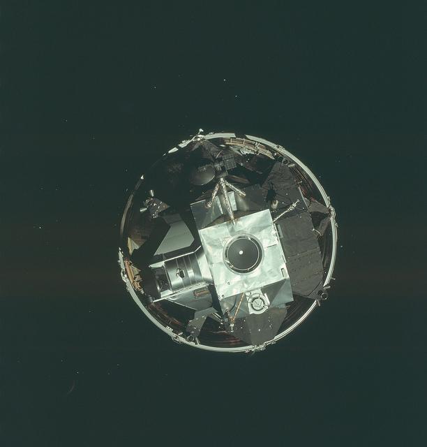 stages of apollo spacecraft docking - photo #10