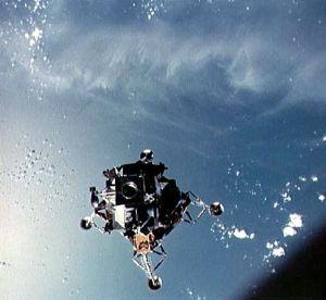 parachute module moon landing - photo #21